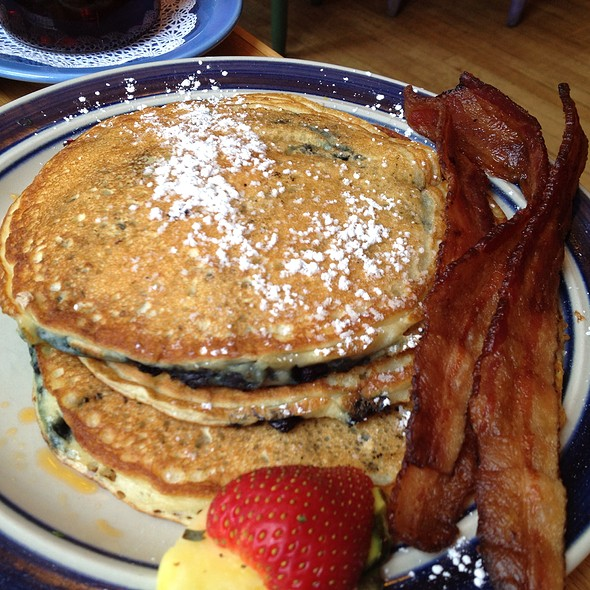 Blueberry Pancakes @ 2 Cats