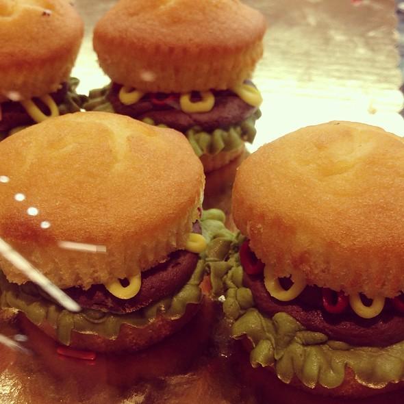 Hamburger Mini-Cupcakes @ Whole Foods Market - Boca Raton
