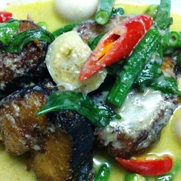 Deep Fried Spanish Mackerel In Green Curry เขียวหวานปลาอินทรีย์