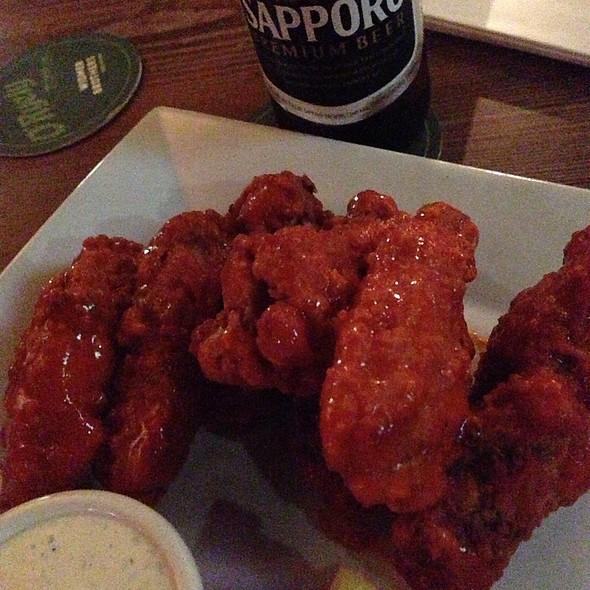Buffalo Wings - The Half Pint, New York, NY
