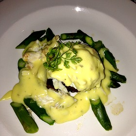 Filet Oscar With Crab And Béarnaise Sauce