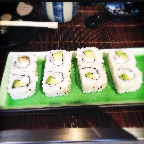 Uramaki Avocado E Philadelphia @ Yaki