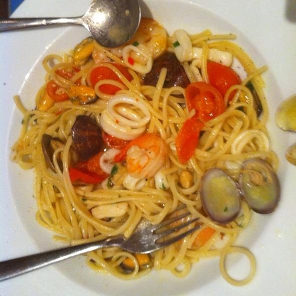 """Spaghetti Frutti Di Mare @ """"Carluccio's"""