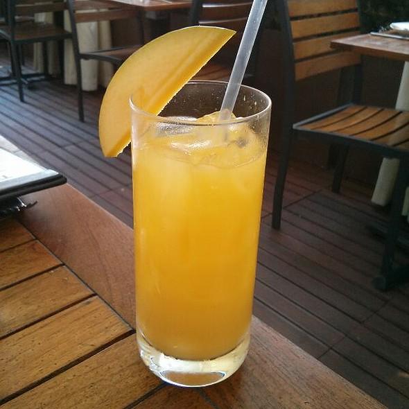Mango Sake @ Toku