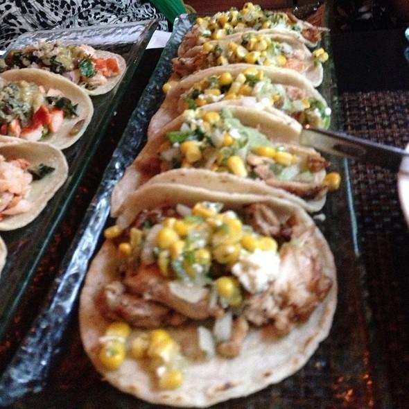 Tacos de Pollo @ Mercadito Chicago