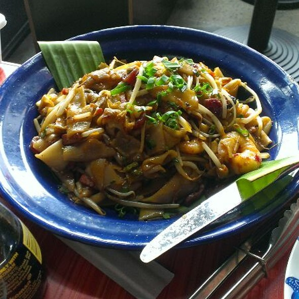 Pad Thai @ Rice Queen Oriental Diner and Bar