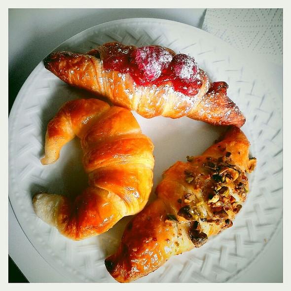 Pistachio Croissant @ Dulce Luna Viennoiserie