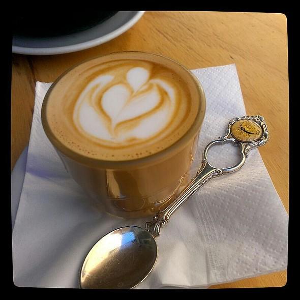 Piccolo Latte @ Double Roasters