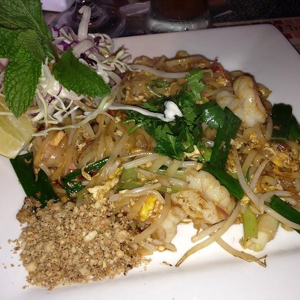 Pad Thai @ Thai Cuisine