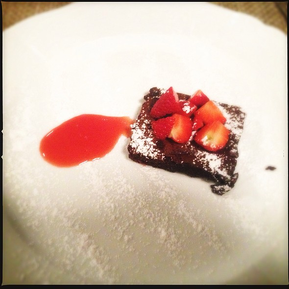 Chocolate Cake With Strawberries @ Ratanà