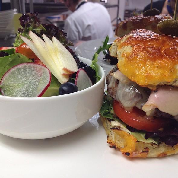 Benchmark Burger - Hillside Winery & Bistro, Penticton, BC