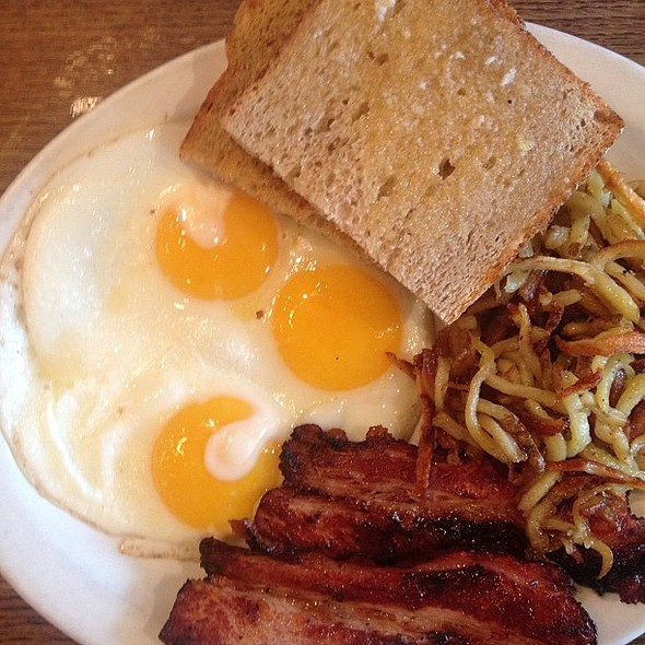 Rain outside. Sunny side up on my plate. Another great rec by @cdngrrleh for brunch @ Rose And Sons