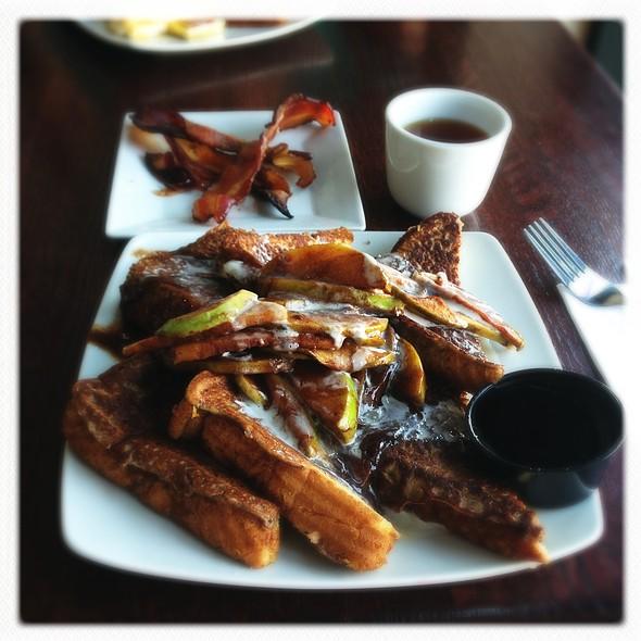 Apple Cinnamon French Toast @ Teavolve Cafe & Lounge