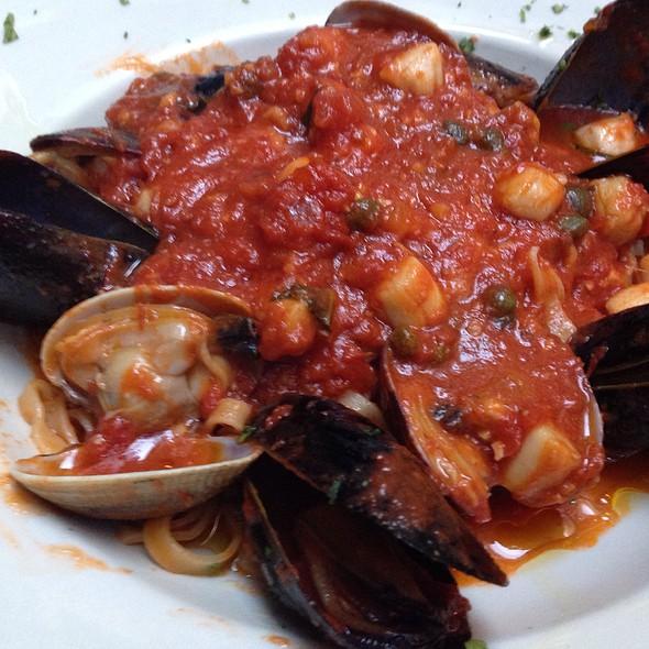 Linguini With Clams, Mussels, And Scallops - La Fontana Siciliana, Seattle, WA