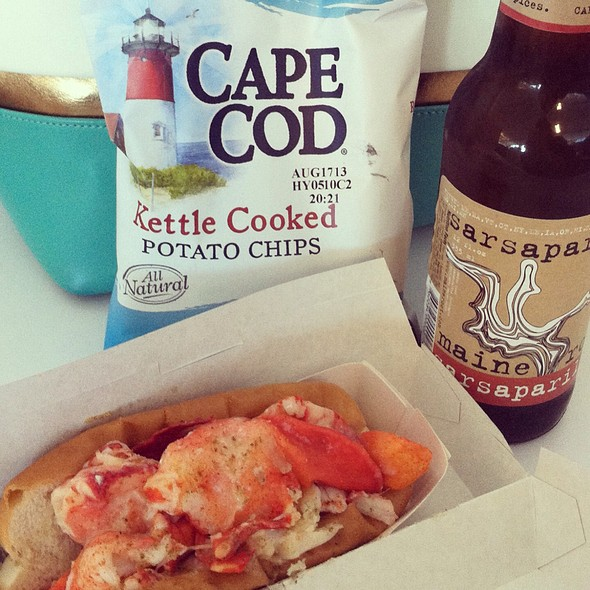 lobster roll @ Luke's Lobster