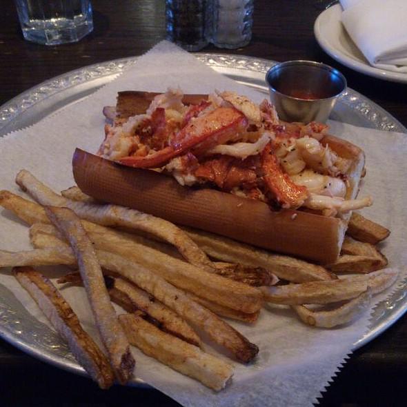 Lobster Roll w/butter - Rabia's, Boston, MA