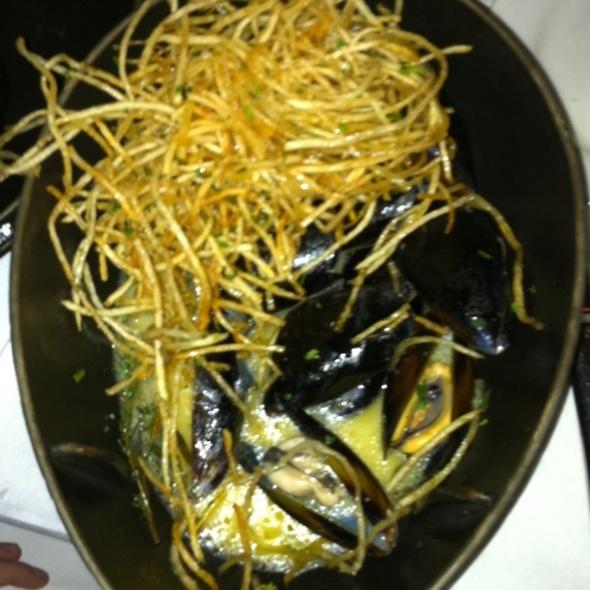 Mussels in White Wine Sauce @ Zinc Bistro