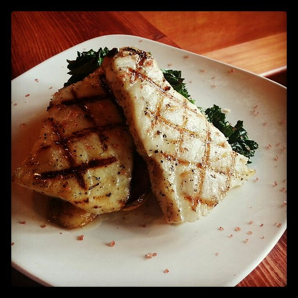 Chilean Sea Bass With Pan Roasted Fingerlings Potatoes And Sauteed Garlic Kale @ Cafe 27