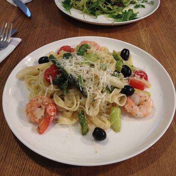 Tagliatelle With Shrimps, Asparagus, Olives And Cherry Tomatoes at ...