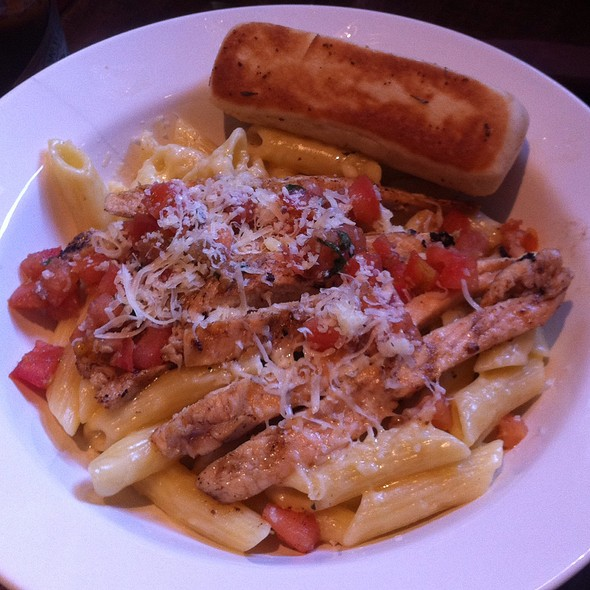 Three Cheese Chicken Penne @ Applebee's Moinhos
