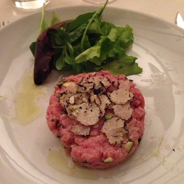 Tartara Di Vitello Con Zucchine Croccanti E Tartufo Nero