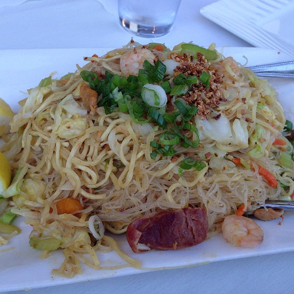 Pansit Miki Bihon At Patio Filipino