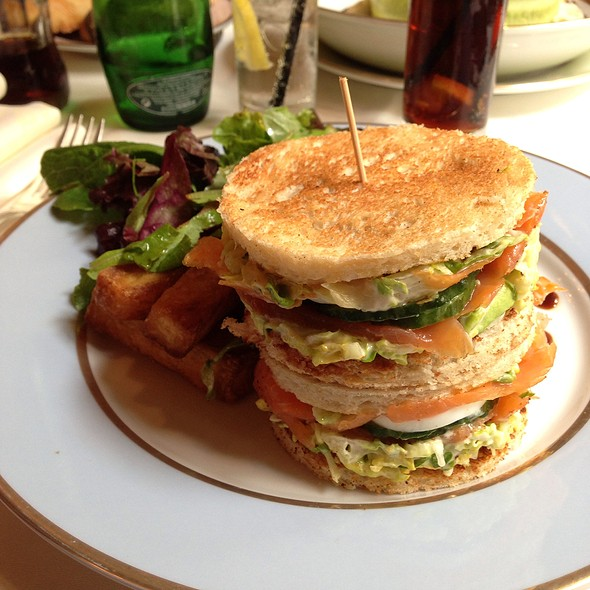 Club Sandwich Avec Saumon Fumee