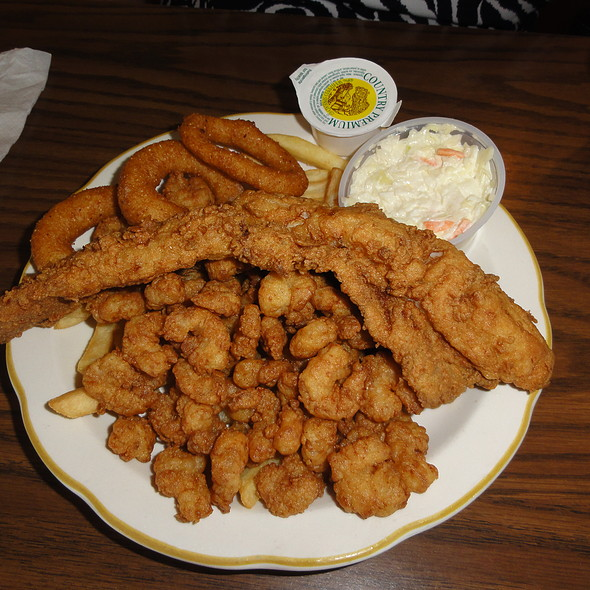 Flounder, popcorn shrimp, hushpuppies, and fries @ Captain Tom's Seafood