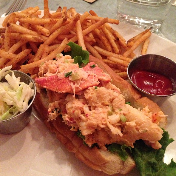 Lobster Roll, Maine Style @ Cull & Pistol