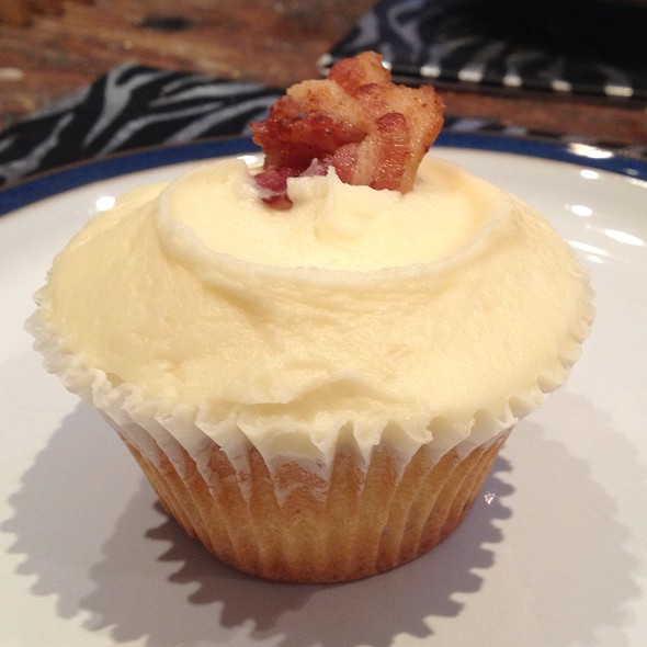 Bacon And Maple Syrup Cupcake