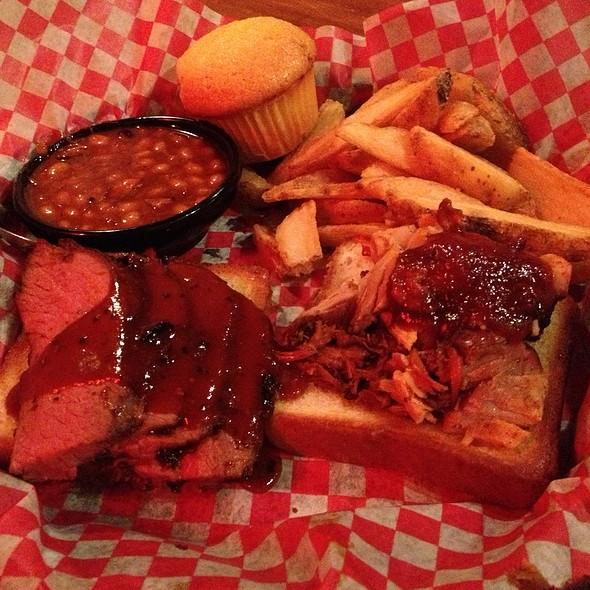 Sirloin Tri-Tip And Georgia Chopped Pork @ Famous Dave's Bar-B-Que