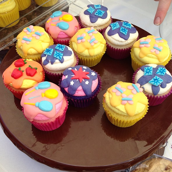 Cupcakes @ Kitsilano Farmers Market