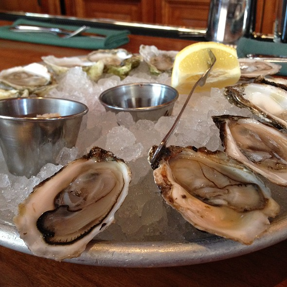 Wellfleet And Raspberry Point Oysters - Clyde's of Gallery Place, Washington, DC