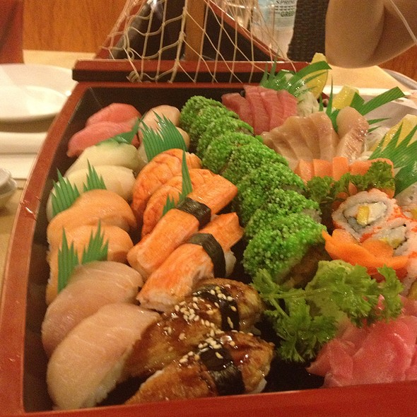 Deluxe Sushi Boat @ Hama Boracay