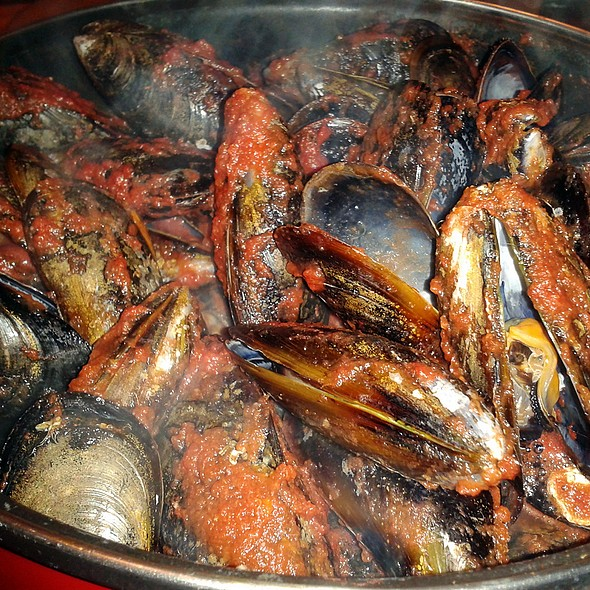 Mussels in spicy tomato sauce @ Churchilito