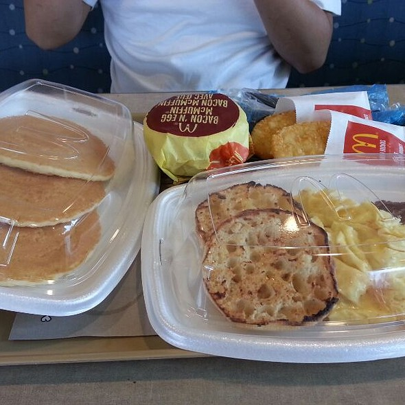 Big Breakfast With Pancakes @ McDonald's