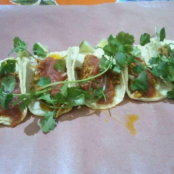 Tacos De Puerco @ Hernandez