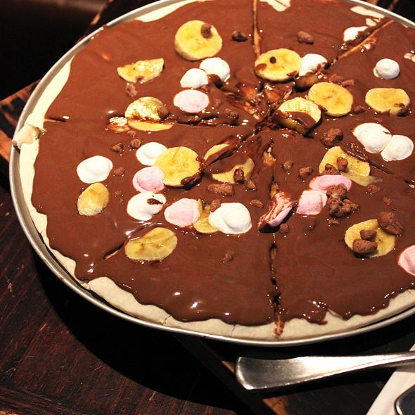 Choc-Banana Pizza @ Max Brenner