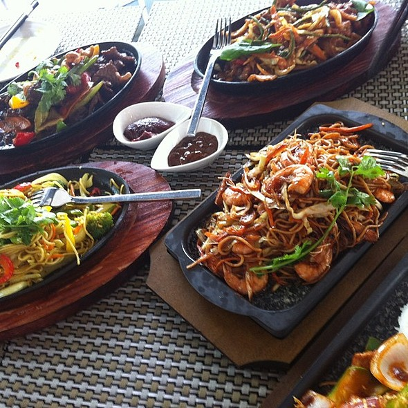 Sizzling plates overview. @ Garden Cafe@ Parkyard Catering