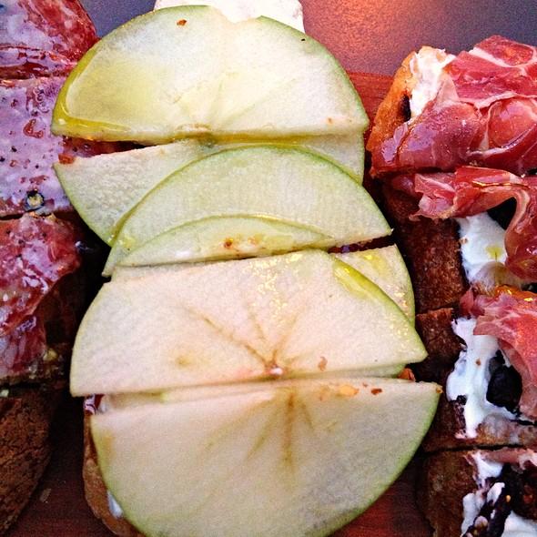 Brie, Apple, And Fig Jam Bruschetta