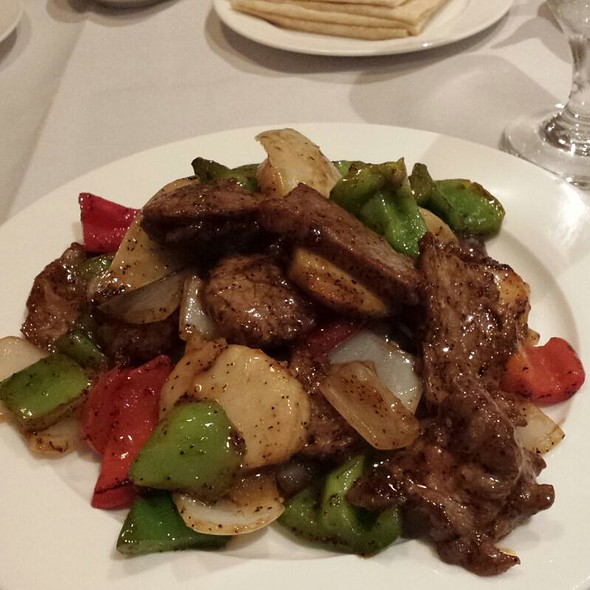 Black Pepper Stir Fried Beef & Scallops @ Elena Wu Restaurant & Sushi Bar