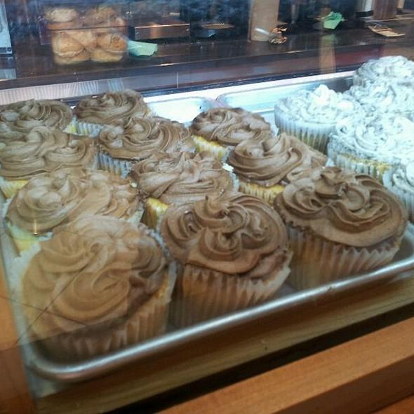 Chocolocolate Cupcakes  @ Piece Of Cake, Atlanta Airport