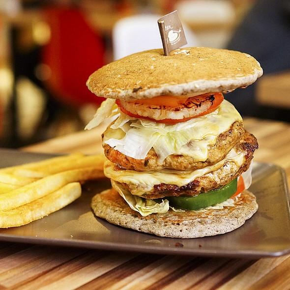 Paddington House of Pancakes - Chicken Burger Pancake ...