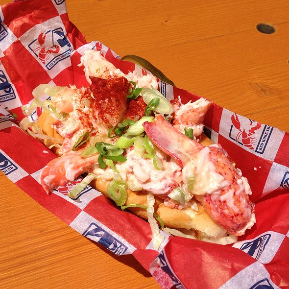 Maine Style Lobster Roll