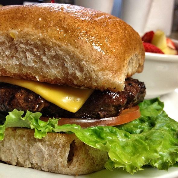 Classic Cheese Burger @ Facundo Cafe