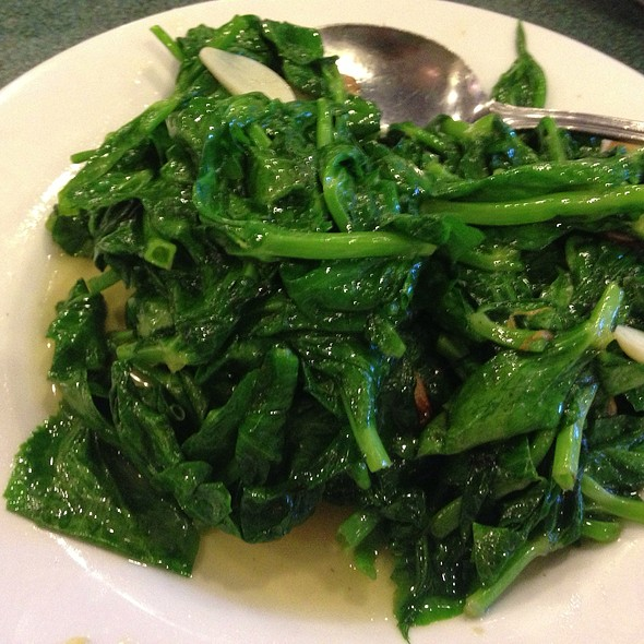peapod leaves with garlic