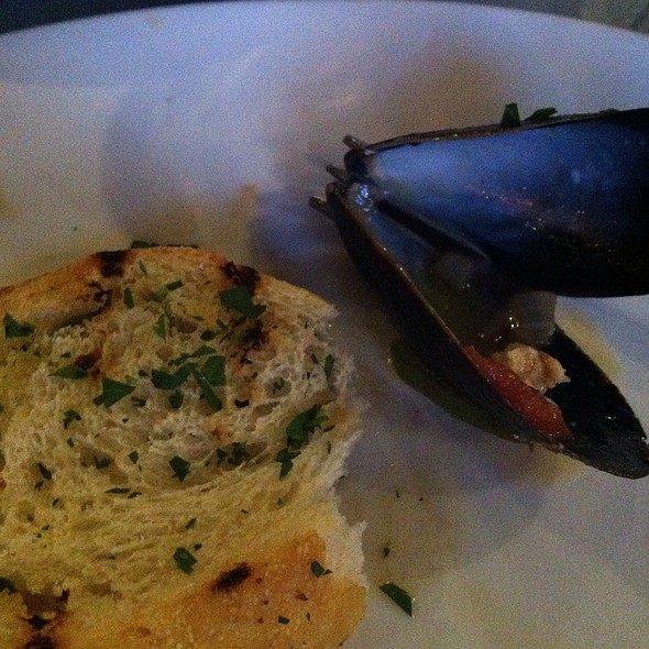 Mussels And Garlic Bread @ Remington Tavern