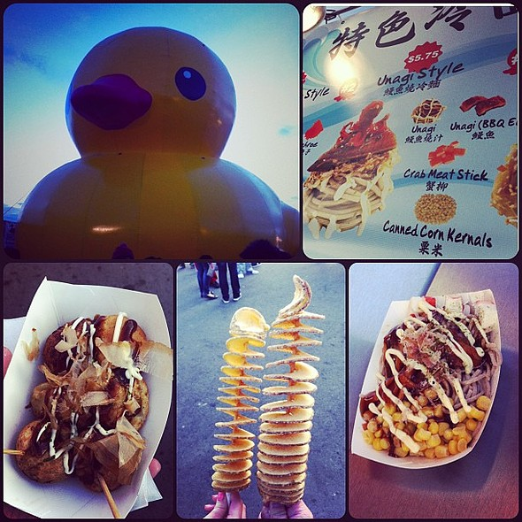 First time nightmarket this yr with @tifffyylee . Finally saw the fake inflatable ducky, had eyeball-sized squishy takoyaki, expensive rotatoes, and Tiff's expectation vs reality Unagi Fusion Soba Noodles lmao @ Richmond Night Market