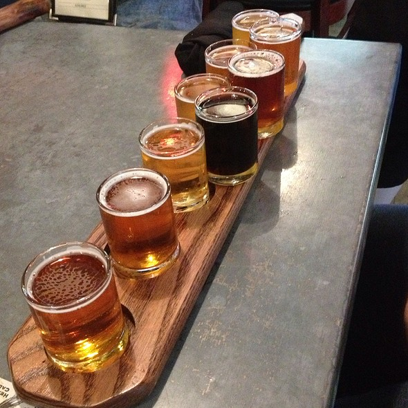 Specialty Sampler - Bear Republic Brewing Company - Healdsburg, Healdsburg, CA