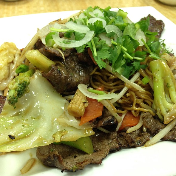Beef Chow Mein @ Four Seasons Pho